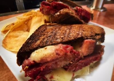 corned beef sandwich & chips