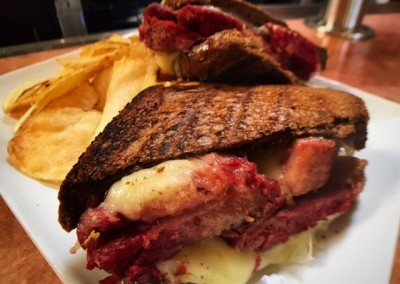 corned beef sandwich & chips